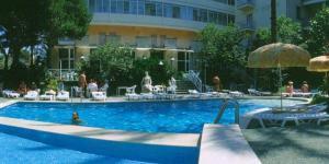 hotel spring break
