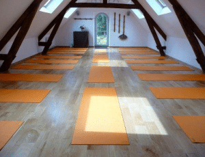 stage yoga meditation